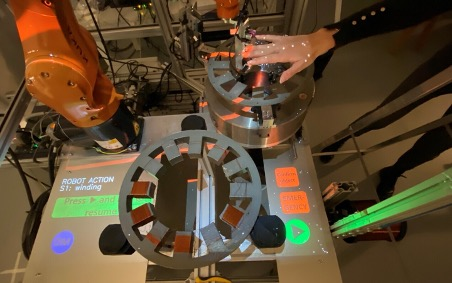 ICON - Module 2 - The interface is projected on the working table, as well as the robot contour; in case of violation of the contour (e.g. by the operator's hand), the robot stops